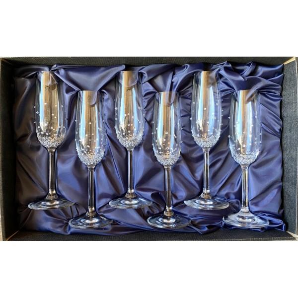Zestaw zdobionych kieliszków do szampana