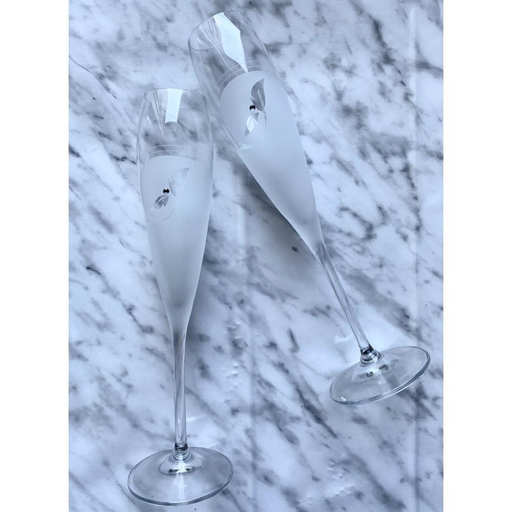Zestaw ozdobnych, matowych kieliszków do szampana